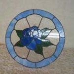 ステンドグラスパネル水色基調にした花模様