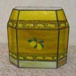 ステンドグラスフュージングでレモン模様の小箱