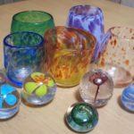 吹きガラス体験で出来るコップの形や色使い