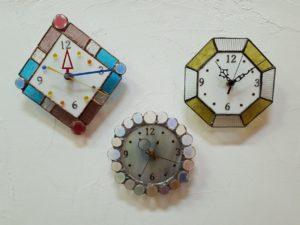ステンドグラスの時計の体験の3種類の画像を