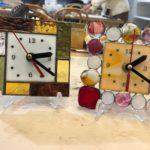 ステンドグラスで作る時計、手作りナゲットも使用