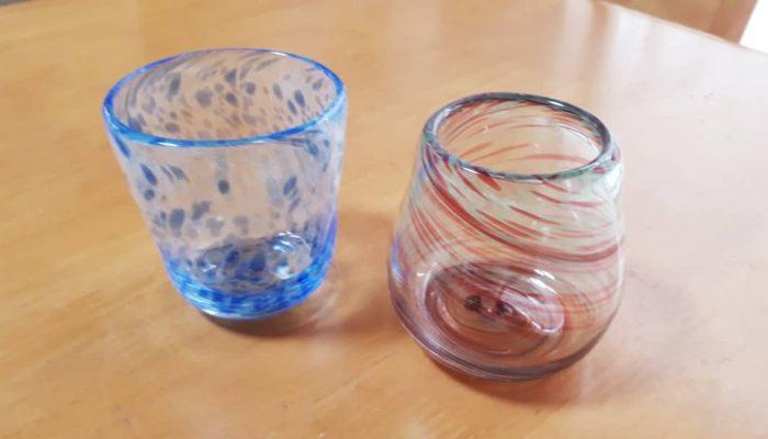 青模様とマーブル模様のコップ