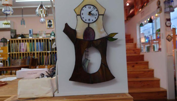ステンドグラスで作るすの振り子時計です。