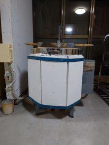 吹きガラス用のガラスを溶かす電気溶解炉