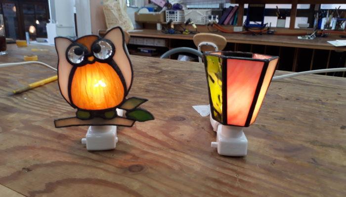 ステンドグラスで作ったフクロウと6角のお休みライト