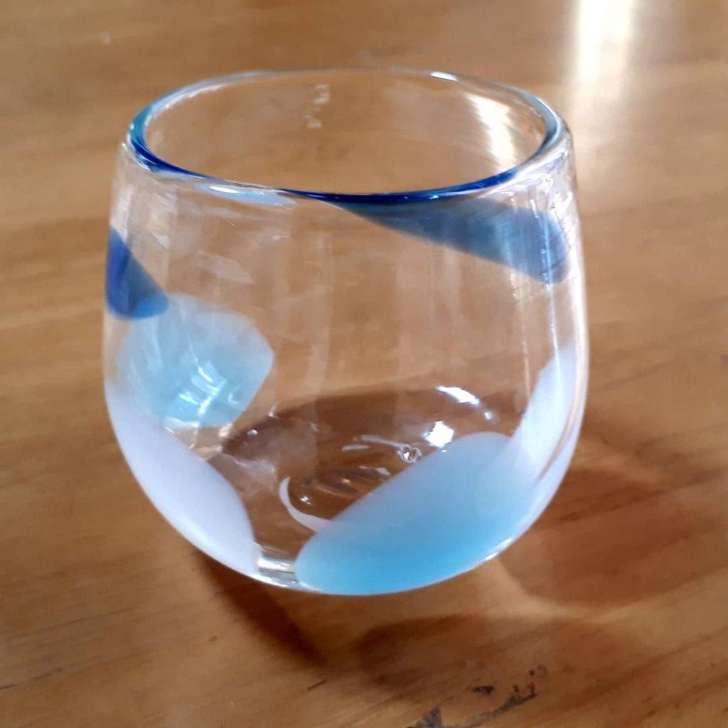 青や水色の涼しげなコップ